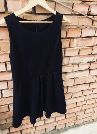 Коктельне чорне плаття
