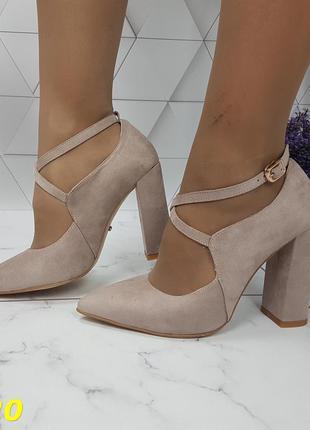 Туфли с узким носком бежевые замшевые с ремешком застежкой широкий каблук