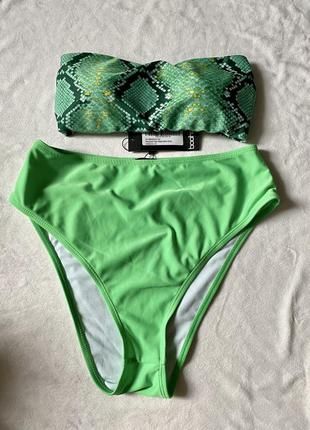 Новый купальник с завышенными трусами высокими зелёный змеиный принт топ кроп топ бандо