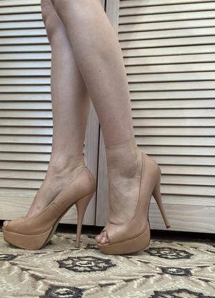 Туфли бежевые (высокий каблук)