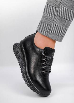 Кроссовки из натуральной чёрной кожи, спорт-шик