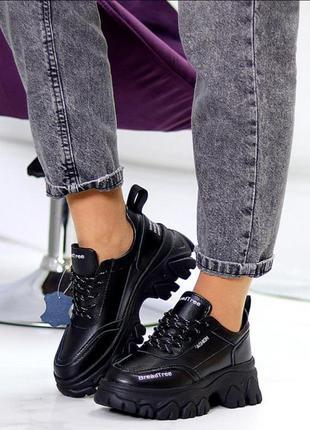 Кроссовки из натуральной чёрной кожи на объёмной подошве