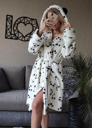 Женский плюшевый короткий халат с капюшоном белый с пандами