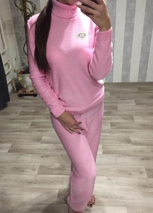 Вязаный костюм розовый пудра