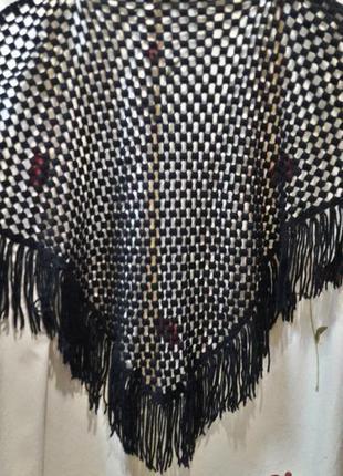 Очень красивый вязаный платок ручной работы