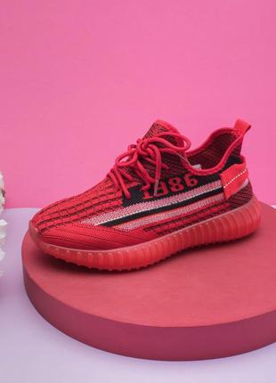 Женские красные кроссовки из текстиля на шнуровке