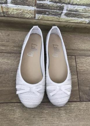 Белые нежные текстильные балетки с серебряной нитью