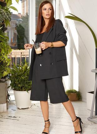 Чёрный офисный костюм с шортами