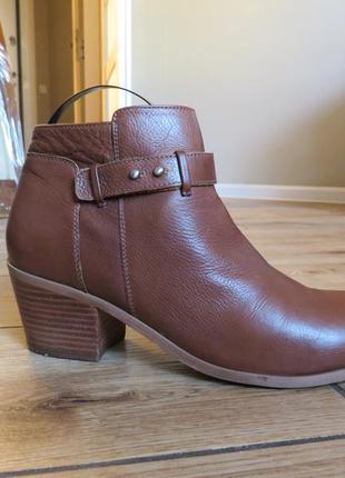 Ботінки, ботинки, сапоги, сапожки, чоботи