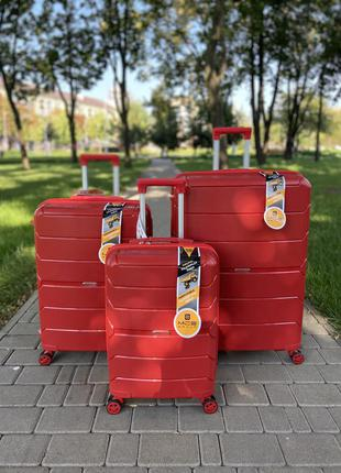 Турция !чемодан из полипропилена,надёжный ,качественный,противоударный,двойные колеса