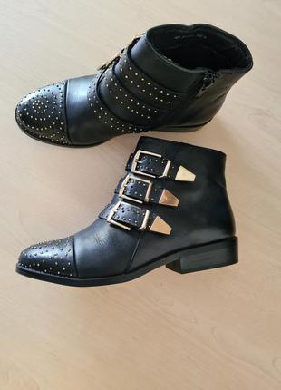 Ботинки кожаные с клепками