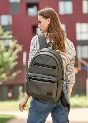 Супер вместительный рюкзак цвета графит для вашей удобности и активного образа жизни