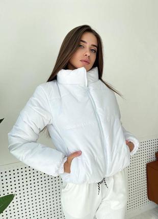 Белая куртка осень