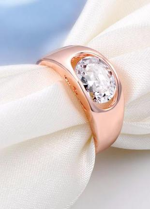 Позолоченное кольцо с цирконом.