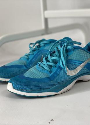 Фирменные спортивные кроссовки nike