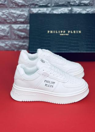 Легкие белые удобные кроссовки. много обуви!!!