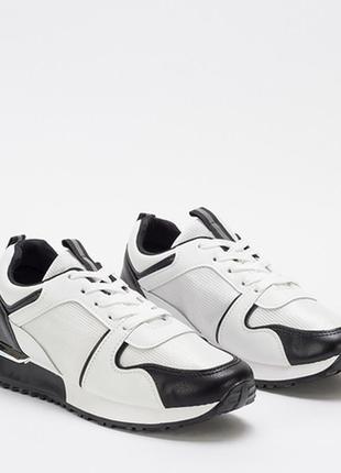 Белые женские кроссовки с черными вставками rub