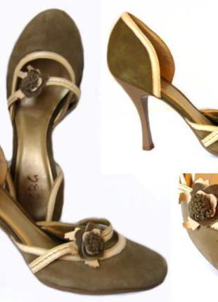 Туфли bcbg из болотного цвета замши с отделкой из кожи цвета слоновой кости, р. 37