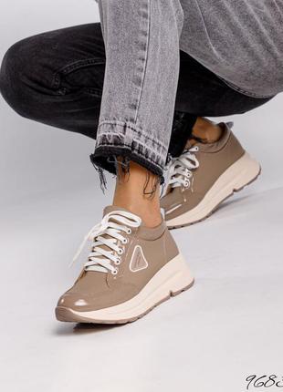 ❤ женские лаковые кожаные  кроссовки ❤