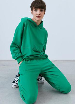 Зелёный спортивный прогулочный костюм