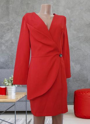 Красное платье пиджак, на запах