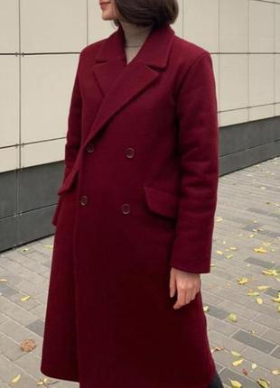 Классическое длинное пальто в бордовом цвет