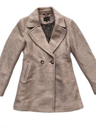 Класическое короткое пальто пудрового цвета