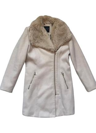 Бежевое пальто на замке mohito