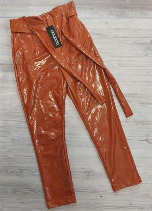 Лаковые брюки boohoo💣