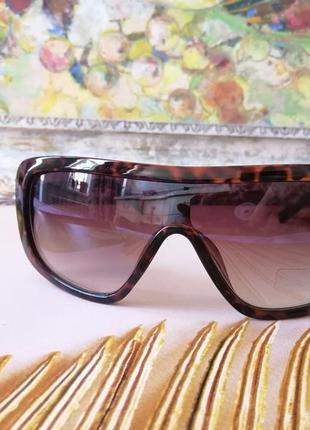Модные солнцезащитные женские очки маска на небольшое и среднее лицо в черепаховой оправе