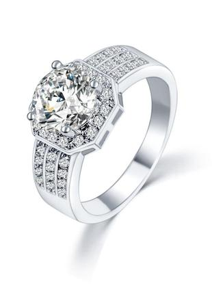 Шикарное кольцо с австрийским хрусталем.