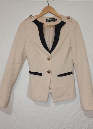 Женский пиджак светлый кремовый деловой верхняя одежда