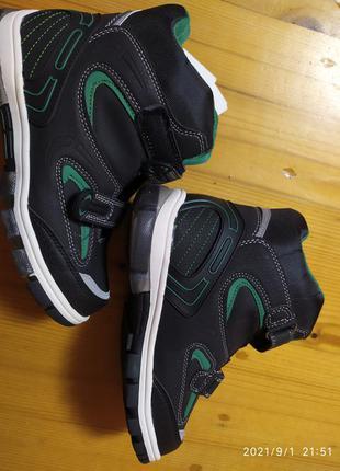 Чоботи,черевики