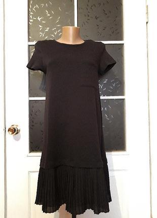 Трикотажное платье с оборочкой плиссе