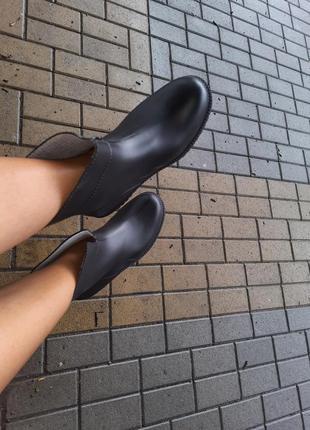 Черные резиновые сапоги женские