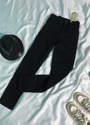 Чёрные джинсы slim fit