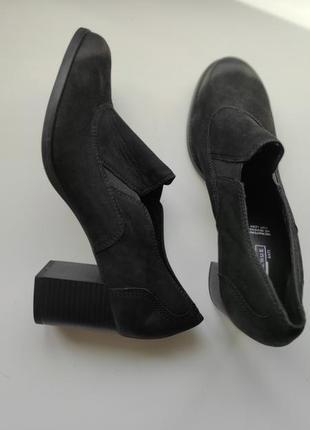 Женские закрытые кожаные туфли на широком каблуке р.40-26см
