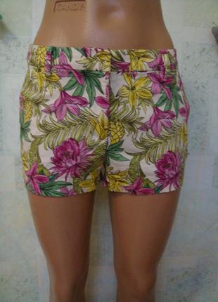 Яркие летние короткие шорты в цветочный принт 38-40 размер