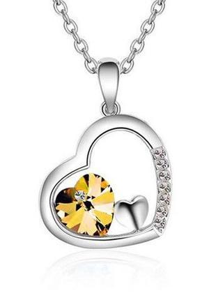 Сверкающий амулет кулон медальон с сердечком в большом сердце со стразами янтарного цвета на цепочке