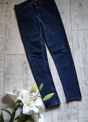 Классные актуальные темно-синие джинсы