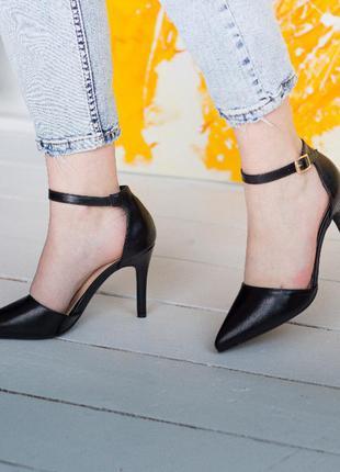 Женские туфли на тонком каблуке черные