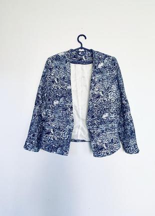 Пиджак бело синий.
