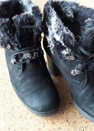Утепленные ботинки на каблуке gabor