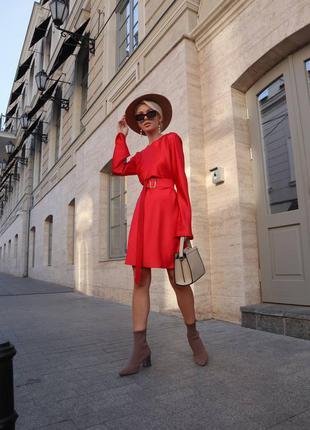 Яркое красивое модное красное платье нарядное