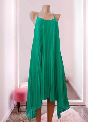 Платье плиссе на бретелях, асиметричное , модный цвет