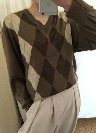 Трендовый трикотажный свитер в ромб винтаж