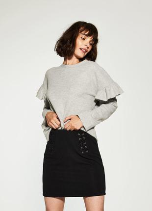 Черная стильная юбка на завязках