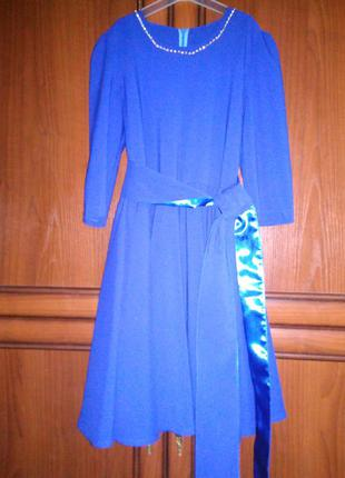 Синя сукня для дівчаток з поясом та прикрасою на шиї