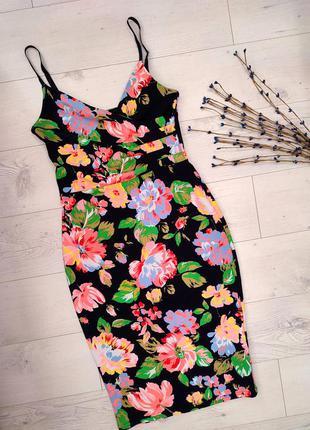 Чорне плаття міді в квіточки на бретельок