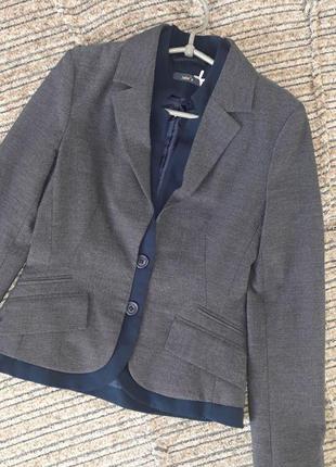 Красивейший оригинальный  классический  трикотажный пиджак / жакет jake*s